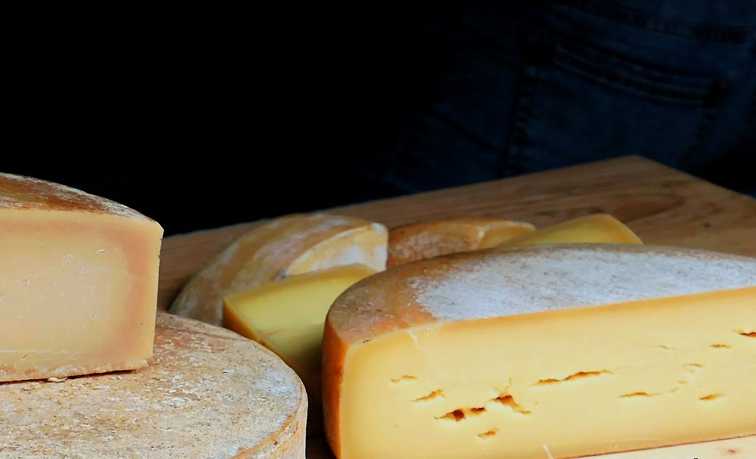RESERVATION / VENTES PRODUITS DU JURA :  vins, champignons, fromages et salaisons.